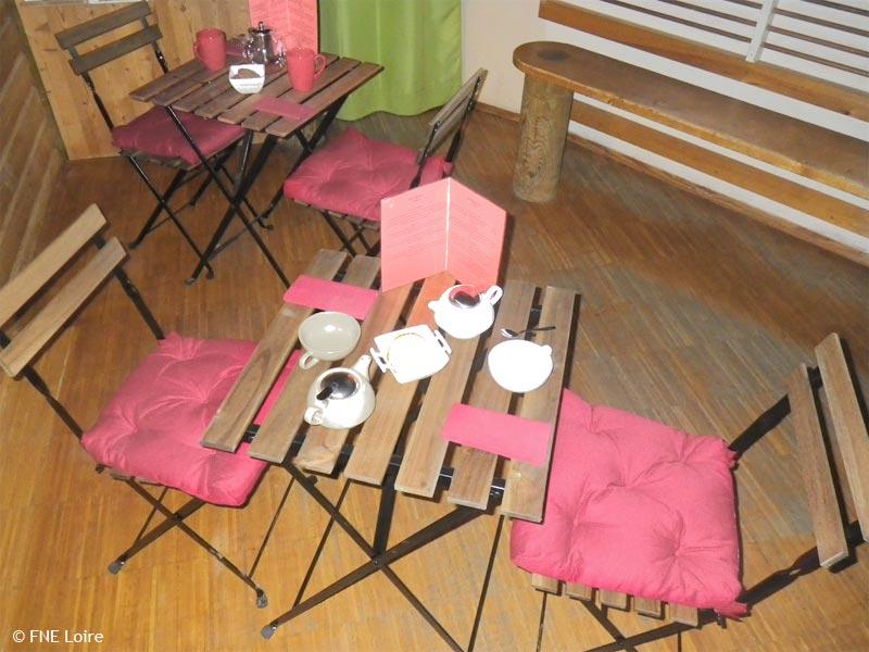 Tables et chaises de l'espace goûter